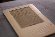 Trasteando con un Kindle (ya se puede comprar en España).     http://www.azoda.vn/