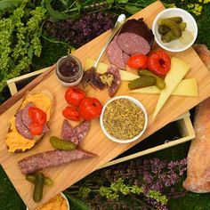 The Midwest region is flush with talented artisan producers represented in this hometown spread for two. Our Taste of the Midwest Picnic features carefully crafted artisan charcuterie, old school cheeses with new school flavor. #pastoralartisancheese #chicago #artisancheese #cheese #cheeseplate #cheesebort #thatcheeseplate #eeeeeats #infatuationchi #picnic #lakemichigan #eats #yum #312food