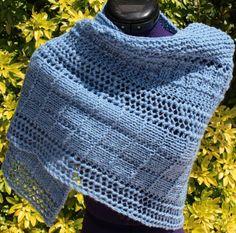 Chauffe épaules tricoté main en laine avec points fantaisies coloris bleu