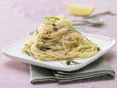 Pikante Kapern-Spaghetti - mit Zitrone und Chili - smarter - Kalorien: 513 Kcal - Zeit: 20 Min. | eatsmarter.de Pasta mit Kapern, keine schlechte Idee.