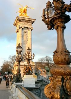 Emblématique du #paysage parisien, le #pont Alexandre III se classe parmi les plus beaux de #France !    #Paris #Seine #bridge #Empire #architecture #monument #tourism #iloveParis #Parisiloveyou #visitingParis