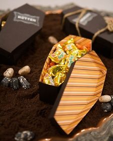 How to craft a coffin treat box, a great idea for a Halloween party favour.
