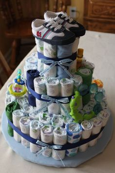 I love this Diaper/Wash Cloth Cake! Great Idea for the Diaper Party next month!(: