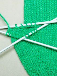 Peukalon neulominen Knitted Mittens Pattern, Knit Mittens, Knitting Patterns, Knitting Projects, Craft Projects, Diy And Crafts, Arts And Crafts, Knit Crochet, Crochet Hats