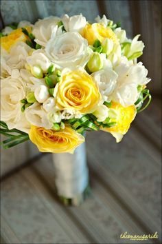 bouquet- Love the yellow roses mixed with white Yellow Rose Bouquet, Yellow Bouquets, Yellow Wedding Flowers, Prom Flowers, Bridal Flowers, White Roses, Yellow Flowers, Floral Wedding, Light Yellow Weddings