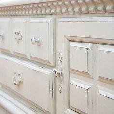 Chalk painted furniture - looks great!  #furniture #design #details www.asimplerdesign.com  (at A Simpler Design)