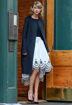 Christian Louboutin OFF!>> 70 Reasons Why Taylor Swift Is a Street Style Pro - December 12 2014 from Style Taylor Swift, Taylor Alison Swift, Semi Casual, Christian Louboutin, Zooey Deschanel, Trendy Fashion, Love Fashion, Womens Fashion, Fashion Basics
