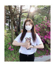 "14.3 mil curtidas, 139 comentários - 정소민 (@somin_jj) no Instagram: ""코로나19 극복을 위해 밤낮없이 애써주시는 의료진 여러분들, 진심으로 감사드리고…"" Jung So Min, Hipster, Actresses, T Shirts For Women, Crop Tops, Instagram, Style, Korean, Fashion"