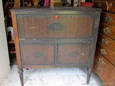 Flea Market Furniture Finds Will Keep Me Busy Furniture Knobs, Paint Furniture, Furniture Ideas, Nashville Flea Market, Small Chest Of Drawers, Stereo Cabinet, Modern Dresser, Old Newspaper, Furniture Market