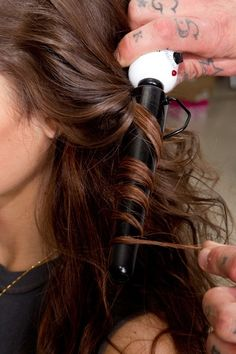 lessons from the pros: big, messy waves you'll be sad you didn't pin it @ The Beauty ThesisThe Beauty Thesis Messy Waves, Messy Curls, Big Waves, Big Curls, Beach Waves, Beach Curls, Loose Curls, Loose Waves, Babyliss