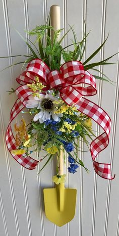 Summer wreath ,garden wreath ,shovel wreath ,garden lover wreath - The Effective Pictures We Offer You About trends hairstyles A quality picture can tell you many t - Wreath Crafts, Diy Wreath, Tulle Wreath, Wreath Making, Wreath Ideas, Burlap Rosettes, Deco Nature, Deco Mesh Wreaths, Yarn Wreaths