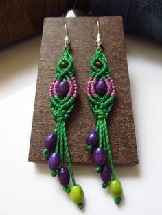 Green&Lila Macrame Earrings with wood beads por PapachoCreations