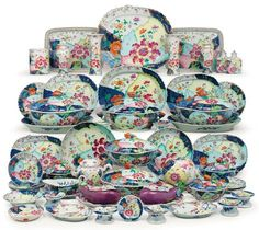 Chinese Export porcelain from The Collection of Peggy and David Rockefeller David Rockefeller, Large Floor Vase, Staffordshire Dog, Chinoiserie Chic, Chinese Ceramics, Tea Service, Antique China, Dinner Sets, China Patterns