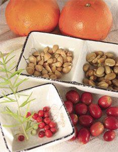 # 現成材料:咖啡豆、蘋果、柑橘、柚子、荔枝、龍眼、木瓜、芭樂、火龍果等;路邊如武竹、月橘、阿勃勒、馬拉巴栗、臺灣欒樹、大王椰子。幼苗耐陰性較強,大多可適應室內,不需每天澆水,維持土潤即可,根部葉片都需噴灑。突然移至戶外日光直射可能曬傷葉片或致死。 ⚫ 培養土:透氣透水、乾淨,不滋生雜菌 > < 黑黑的,很容易流出來 >> 改無洞盆器:麥飯石水耕 OR 赤玉土土耕 》水不用多,有點乾再澆,植物還是活得不錯。 ⚫ 種子洗淨,仔細搓掉果肉黏膜。大多數要泡水 5-7 天,軟化外殼,提升發芽率。切記每天沖洗換水,以免腐爛。浮水的通常不良,丟掉。火龍果發芽很快,可以不泡水直接種。 ⚫ 有些必須芽點 (尖端) 朝下,有些需朝上,不確定時平放。 **密集栽培以免長高,間距約兩粒寬度。 ⚫ 噴壺噴濕,覆蓋保鮮膜或套袋。 ⚫ 無法發芽或腐爛會引來小飛蟲,取出壞掉的種子。拿到室外沒有直接日曬的地方放幾天,小蟲消失再拿回室內。 ⚫ 少數超過半年才發芽,破布子足足等一年。 ⚫ 有室內光源,定時澆水,不用施肥。照顧得當,維持一年常綠沒問題。 ⚫ 長大怎麼辦?放任不管,種到升天為止 OR… Vegetables, Green, Food, Essen, Vegetable Recipes, Meals, Yemek, Veggies, Eten