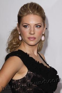 Katheryn Winnick (17 December 1977) - Canadian actress of Ukrainian origin.