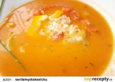 Selská polévka z paprik a rajčat, rýží a sýru recept - TopRecepty.cz