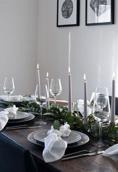 Simple Christmas table styling A simple and elegant Christmas table with a grey, white and green colour palette, flickering candlelight and lots of natural foliage. Christmas Table Settings, Christmas Table Decorations, Holiday Tables, Decoration Table, Wedding Decorations, Christmas Tables, Elegant Christmas, Beautiful Christmas, Simple Christmas