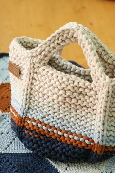 Marvelous Crochet A Shell Stitch Purse Bag Ideas. Wonderful Crochet A Shell Stitch Purse Bag Ideas. Crochet Diy, Crochet Tote, Crochet Handbags, Crochet Purses, Bag Patterns To Sew, Sewing Patterns, Crochet Patterns, Crochet Shell Stitch, Crochet Stitches