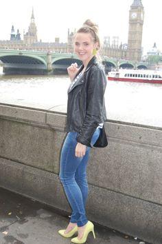 #New #outfit 'Big Ben' on www.naloudesbois.com #BigBen #London #LondonEye #Westminster #bun #marinière #UJS #Uniqlo #neon #highheels #heels #earrings