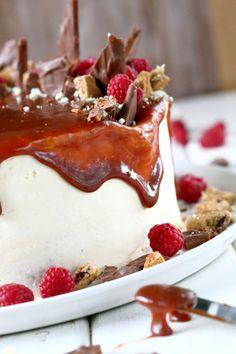 Kääretorttukakku parhaalla kinuskilla ja puolukoilla - Suklaapossu