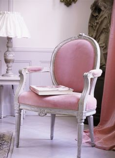 armchair house design home design designs Do It Yourself Design, Deco Rose, Everything Pink, Take A Seat, Pink Velvet, My New Room, Home Interior, Interior Design, Bathroom Interior