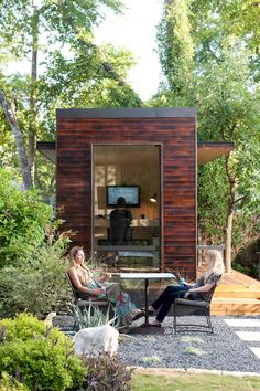 Joey's 92 square feet tiny backyard office