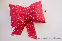 Tan coqueto que querrás tener varios. Diy Clothes, Frugal, Diy Home Decor, Bows, Pillows, Fun, Crafts, Childhood, Mary