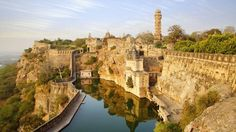 History and Legend of the Chittorgarh Fort in Rajasthan, India. Chittorgarh Fort is a massive and majestic fort situated on a hilltop near Chittorgarh town in Rajasthan state in India. History of Chittorgarh Chittorgarh Fort, Abu Dhabi, Best States To Visit, Taj Mahal, Dubai, Wanderlust, Destination Voyage, Tourist Places, Weekend Trips