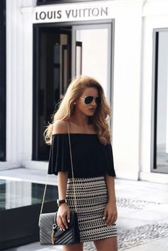 Off the shoulder tops are incredibly trendy this summer. You can wear them anywhere and look nice and sexy at the same time. Everyday Casual Outfits, Everyday Dresses, Casual Summer Outfits, Winter Outfits, Clothing Blogs, Spring Summer Fashion, Beautiful Outfits, Off The Shoulder, Shoulder Tops