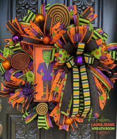 Holloween Wreaths, Halloween Deco Mesh, Halloween Magic, Halloween Signs, Halloween Season, Fall Halloween, Halloween Decorations, Halloween Party, Diy Wreath
