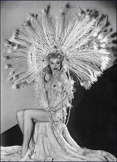 Cyr, striptease dancer, and her headdress - She was arrested in 1947 at… Costumes Burlesques, Burlesque Costumes, Female Costumes, Burlesque Outfit, Showgirl Costume, Burlesque Vintage, Burlesque Show, Vintage Circus, Vintage Dolls