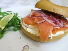 klassischer lachs bagel Food Porn, Eggs, Breakfast, Salmon, Kochen, Food Food, Food Recipes, Morning Coffee, Egg