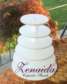 Donut Wedding Cake, Cupcake Tower Wedding, Wedding Donuts, Wedding Cupcakes, Diy Cupcake Stand, Cupcake Tier, Tiered Dessert Stand, Tiered Stand, Purple Wedding Cakes