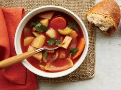 50 Ways To Lose 10 Pounds: Swap your supper for soup Soup's high water content makes it a low-calorie and filling option. Just steer clear of the creamy kinds. (One of these 20 satisfying soups and stews is sure to fit the bill. Healthy Eating Recipes, Cooking Recipes, Healthy Soups, Healthy Eats, Winter Soups, Bowl Of Soup, Soups And Stews, Have Time, Soup Recipes