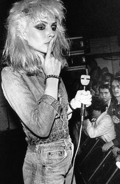 Debbie Harry celebrates 70 years, back in pictures on a rock& icon - - Blondie Debbie Harry, Debbie Harry Hair, Debbie Harry Style, Grunge Goth, Grunge Style, Grunge Makeup, Soft Grunge, Grunge Tattoo, Grunge Outfits