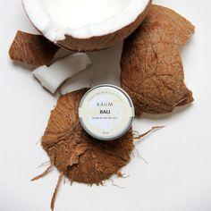 Avec le baumeBali, vous serez bien protégé du soleil! C'est autant pratique comme baume à lèvre qu'ailleurs sur votre visage puisqu'il a un FPS 12. L'huile de coco va aussi permettre à votre peau de mieux cicatriser et ça calmera vos rougeurs dû au soleil si vous en avez. #baume #levre #beaute #voyage #voyageuse #voyager #coconut #bali Bali, Comme, Stuffed Mushrooms, Coconut Oil, Custom In, Sun, Stuff Mushrooms