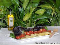 Ensalada de kiwis amarillos y brotes de lechuga morada.