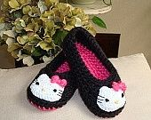 Hello Kitty Crochet Slippers - *Inspiration* I like the kitties on black Tap the link for an awesome selection cat and kitten products for your feline companion! Crochet Gifts, Cute Crochet, Crochet For Kids, Knit Crochet, Crochet Baby Booties, Crochet Slippers, Hello Kitty Crochet, Caron Yarn, Kids Slippers