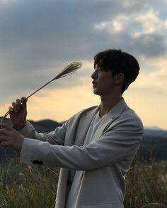 Siluet joo hyuk ah♡ Nam Joo Hyuk Smile, Nam Joo Hyuk Lee Sung Kyung, Nam Joo Hyuk Cute, Jong Hyuk, Lee Jong Suk, Joon Hyung, Hyung Sik, Nam Joo Hyuk Instagram, Asian Actors