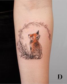 super cute fox tattoo © tattoo artist Deborah Genchi Regardless of what tattoo style you're looking for, Deborah Genchi will have you covered. You'll fall in love with her incredibly versatile tattoos. Mini Tattoos, Body Art Tattoos, New Tattoos, Tatoos, Lover Tattoos, Tiny Bird Tattoos, Piercings, Piercing Tattoo, Pretty Tattoos