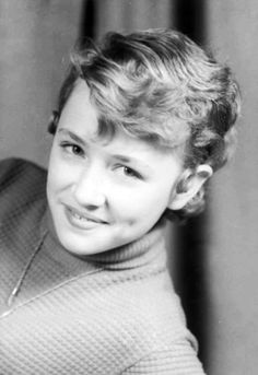 A Young Dolly Parton (born American Singer/Songwriter, known mainly for Country Music, Actress, Author, Businesswoman & Humanitarian . Tilda Swinton, Maria Callas, Country Singers, Country Music, Young Celebrities, Celebs, Elizabeth Taylor, Ute Lemper, Divas