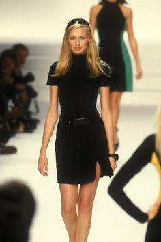 Beauty And Fashion Look Fashion, 90s Fashion, Couture Fashion, Runway Fashion, High Fashion, Fashion Show, Vintage Fashion, Fashion Outfits, Fashion Design