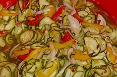 Zucchini Salad Sweet – Sour by Liebes-Zicklein Green Juice Recipes, Green Salad Recipes, Popular Recipes, Great Recipes, Green Juice Cleanse, Plum Varieties, Green Juice Benefits, Benefits Of Potatoes, Juicing With A Blender
