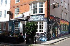 Marlborough Pub & Theatre é uma das paradas do tour gay Piers & Queers, um pub pras lésbicas