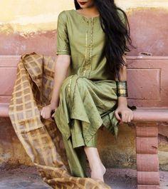 Shop online Olive green suit set Olive green cotton silk front pleat kurta with pants Indian Suits, Indian Attire, Indian Ethnic Wear, Punjabi Suits, Ethnic Dress, Indian Style, Trajes Pakistani, Pakistani Dresses, Olive Green Suit