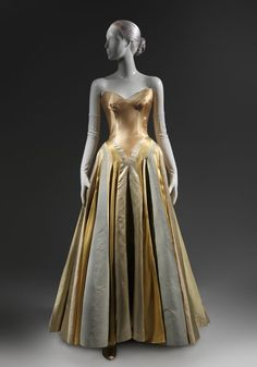 """""""American High Style: Fashioning a National Collection,"""" May Metropolitan Museum of Art, The Costume Institute. """"Charles James: Beyond Fashion,"""" May 2014 Charles James, Vintage Gowns, Vintage Mode, Vintage Outfits, 1950s Style, Dresses Elegant, Pretty Dresses, 1940s Fashion, Vintage Fashion"""