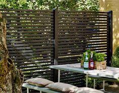 Lav et skel mellem din terrasse og din have med et Tokyo hegn fra PLUS.