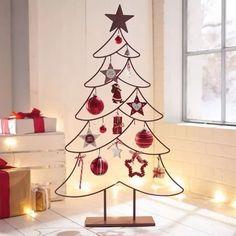 Metal Christmas Tree, Unique Christmas Trees, Alternative Christmas Tree, Noel Christmas, Christmas Design, Outdoor Christmas, Christmas Crafts, Xmas Tree, School Christmas Party