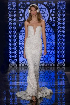 Reem Acra Bridal Fall 2016 Fashion Show