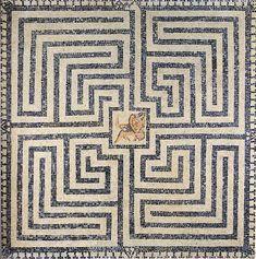 Calvatone (CR)- Domus del Labirinto - Tessere bianche e nere - Emblema centrale con Minotauro morente